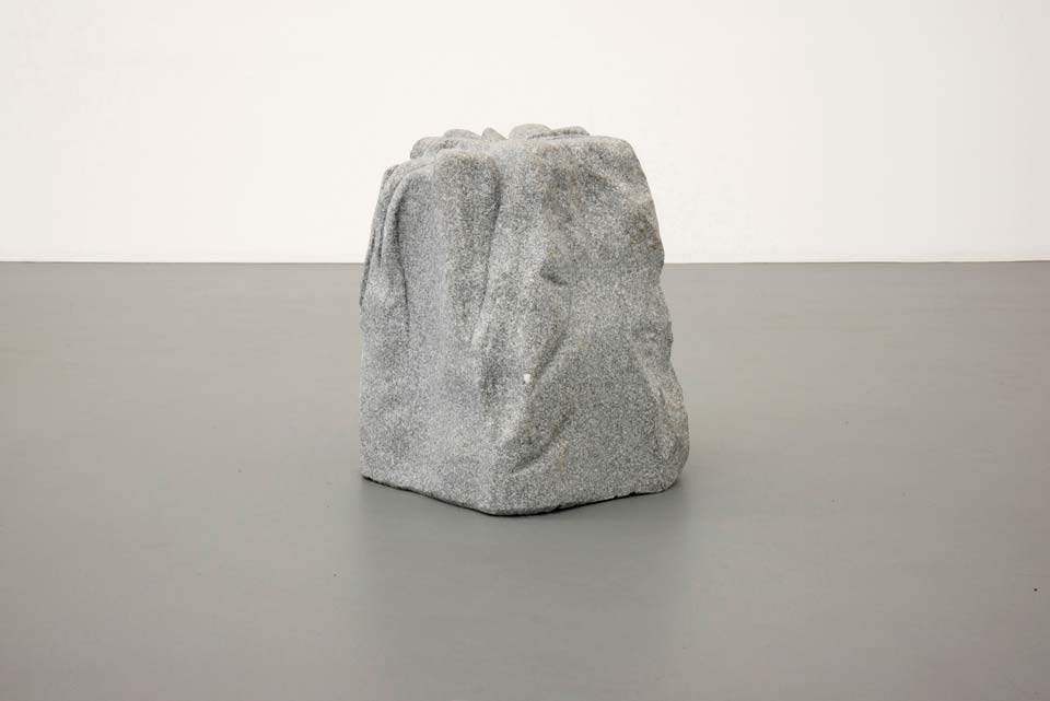 There is a fake stone among the other ones de Joana Escoval