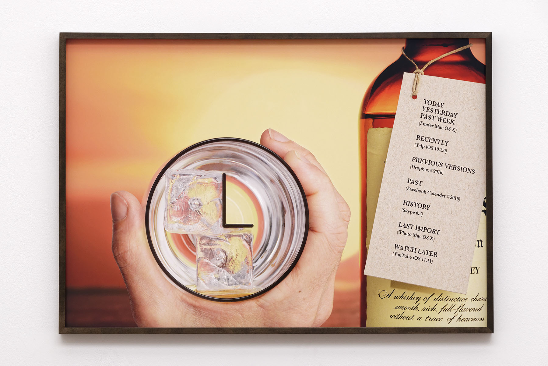 Natalie Czech, CLOCK / SEAGRAM'S, 2016. Courtesy l'artiste, Capitain Petzel, Berlin et Kadel Willborn, Düsseldorf. Photographie Aurélien Mole