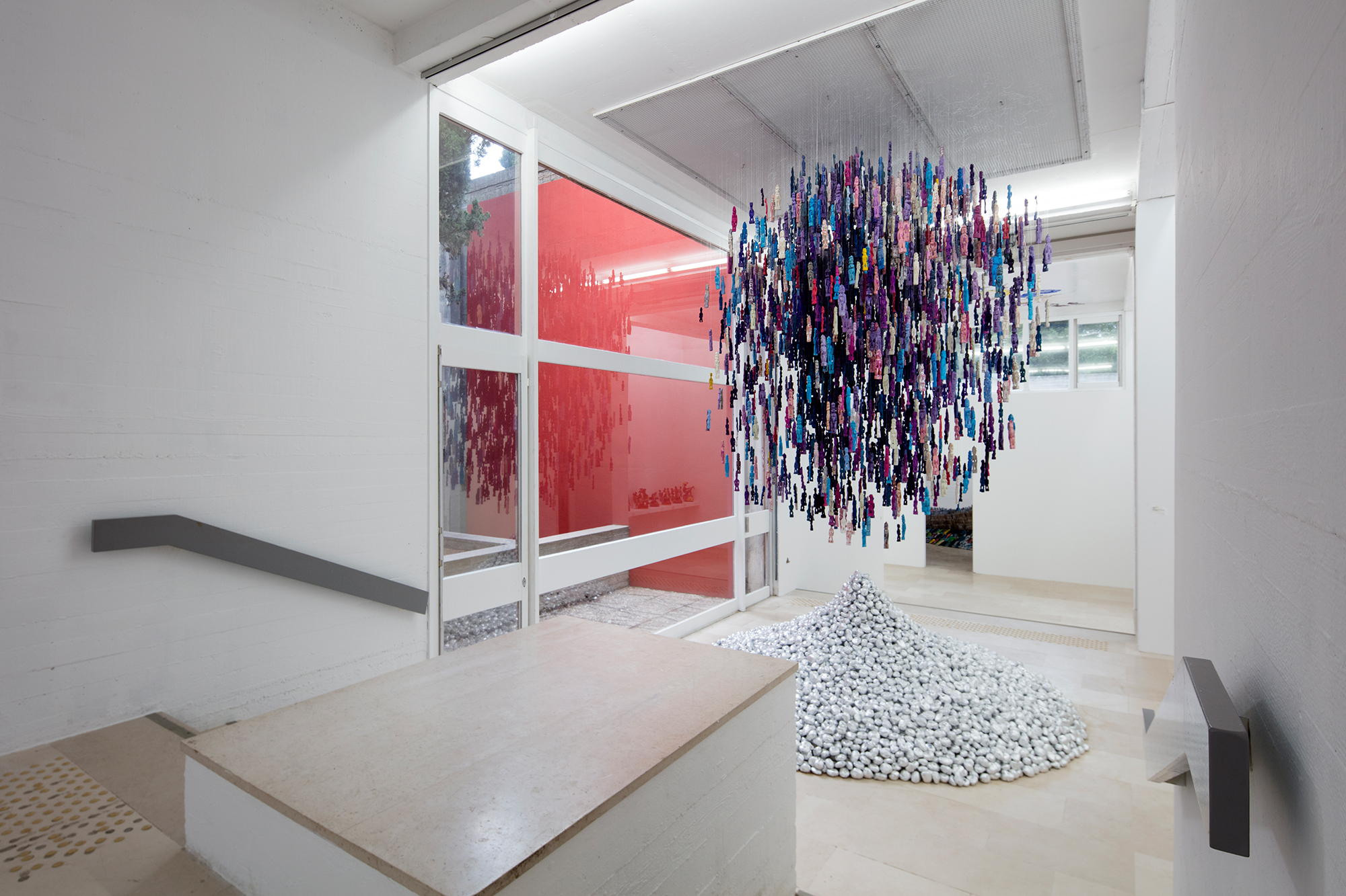 Dominique Zinkpé, Globe, 2017, Production Villa Arson, le Centre Arts et Culture de Cotonou, Galerie Vallois, Paris, crédit Loïc Thébaud / Villa Arson