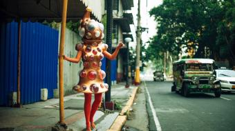 © Leeroy New, part of the series Aliens of Manila, 2014 à Malate, Manille; Photographe : Everywhere We Shoot